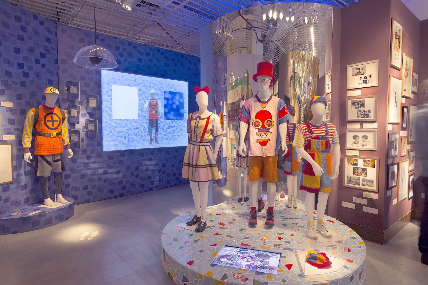 Figurinos Telekid, Biba, Pedro e Zeca Castelo Rá-Tim-Bum A exposição Crédito Letícia Godoy