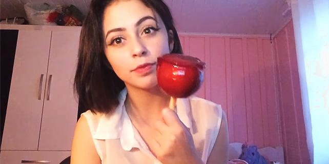 Foto do vídeo da Leticia Shirakiin